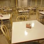 レストラン白根 - テーブル席