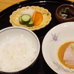 まき村 - お食事:魚沼産コシヒカリ、鯛茶漬け、香の物