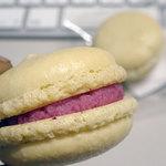 ぐるめ工房か夢かむ - 料理写真:ホワイトマカロン(ラズベリークリーム)2個入り140円