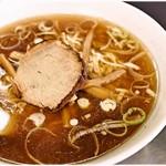 大勝 - ラーメン小(麺1玉) 620円  煮干し、醤油、油…永福町大勝軒の基本要素はばっちりです。