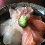 62680784 - 三色丼 シマアジ、ヒラメ、サーモン