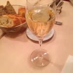 パリのワイン食堂 - グラスシャンパン