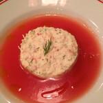 パリのワイン食堂 - 前菜  オホーツク産ズワイガニのディル風味ガトー仕立て クーリドトマトでさっぱり召し上がれ!