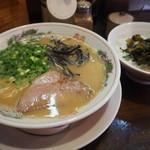 萬福本舗 - Aセット(とんこつラーメン+高菜ごはん)800円
