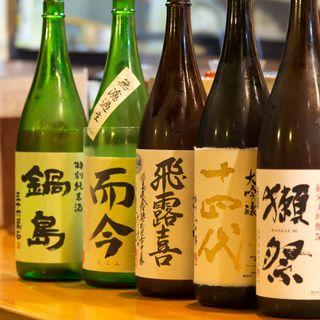 日本各地の日本酒と焼酎が割安で楽しく飲める店です。
