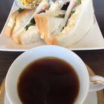 よつ葉Cafe - 料理写真:ドリンク代+50円のサンドモーニング(2017.02現在)