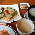62688814 - 【料理】ランチ/海鮮と野菜炒め1,350円(メイン、スープ、ライス(おかゆ)