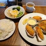 62690389 - 5ピース牡蠣フライランチ 1080円                       (ライス大盛・お替り無料)