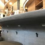 プロントイルバール - 窓側・中央カウンターには電源18箇所36口設置