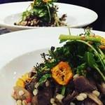 エン-トラヴァイエ - 鴨と大麦のサラダ
