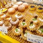 DONQ 大阪そごう店 - DONQ大阪そごう店の店内のパンたち