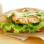 DONQ 大阪そごう店 - 豆腐ハンバーグの十五穀ブレッドサンド
