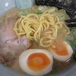 ラーメン山岡家 網走店 - 麺アップ