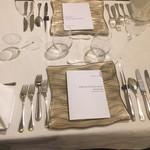 四間道レストランMATSUURA - 一番最初のテーブル上の設定