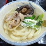 資さんうどん - 「かしわ汁鍋うどん」かしわや椎茸と一緒に小鉢にとって