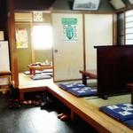 河昌 - 店舗内観(小上がり席と個室席)