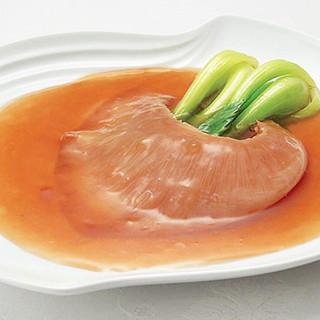 【名物】特製の白湯スープで煮た絶品のフカヒレをご賞味下さい。