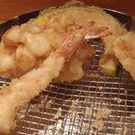 天ぷらめし 金子半之助  - 貝柱の掻き揚げ、海老、カボチャ、鶏肉