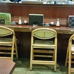 牛タン 圭助 - 個室から眺めるカウンター席。