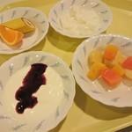 レストラン白根 - バナナ、オレンジ、牛乳寒天、カクテルフルーツ、ヨーグルト
