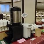 レストラン白根 - コーヒー、紅茶、ほうじ茶、煎茶(夕食もあったコーナー)