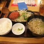 武州うどんあかねandみどりダイニング - ハンバーグ定食 イタリアントマト(\820)