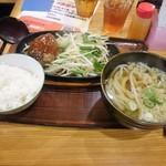 武州うどんあかねandみどりダイニング - 日替わりハンバーグ定食 辛味噌(\770)