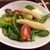 アンチェブロ - 料理写真:ホワイトアスパラのサラダ。シェアした半量でサーブしてくれます