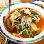 62719267 - 辛味入り餃子(¥540)。麻辣スープに加え、ガリガリ粗挽きの花椒が存在感抜群!