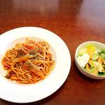 カフェ コンフォール - トマトソースのパスタ