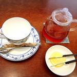 カフェ コンフォール - ドリンクは紅茶レモン