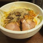 麺処 一笑 - 大量のコショウ