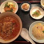 龍花門 - 坦々麺と炒飯のセット