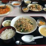 麻婆菜館 - 2人分で3000えんチョットでした。       ランチメニューと食べたい物を組み合わせると       豪華になります。