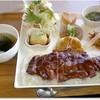 産直市場 - 料理写真:充実のステーキライス プレート