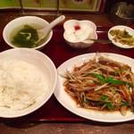 62737548 - 豚レバとニラの炒め定食 (800円)