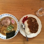 獅子亭 - ラーメンとカレーのセットで750円です。