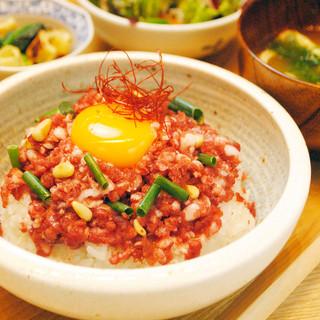 牛トロ丼、海鮮ばらちらし丼など逸品のランチが勢ぞろい!