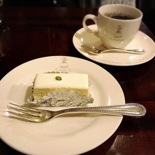 西洋菓子しろたえ - レアチーズケーキ&ブレンドコーヒー