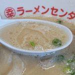丸幸ラーメンセンター 基山本店 - きっちりオーソドックスに作った、垢抜け過ぎない昔ながらの豚骨スープです。