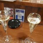 チャコール バルジュ - シャンパンで乾杯