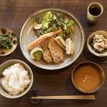 日日食堂 - あじと野菜のミックスフライ