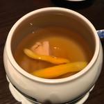 62750132 - 朝鮮人参と蜜なつめの薬膳黄金蒸しスープ