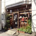 東京担担麺本舗 ゴマ屋 - 外観からもオサレ感が滲み出る♪