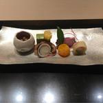 62754454 - 海月甘酢漬け、蟹砧巻き、飯蛸、鴨スモーク、橘玉子、熨斗梅、鶯カステラ