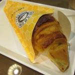 サンマルクカフェ - 料理写真:はちみつミルクチョコクロ 194円