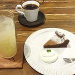 スバコ - 料理写真:ハンドドリップコーヒー、グレープフルーツジュース、ガトーショコラ