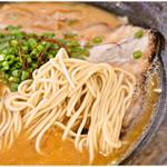 62758969 - 低加水の細麺。味噌スープにしっかりマッチしてます。