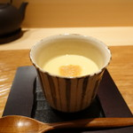 吉い - 中にはパルメジャンチーズ、このわたの乗った茶碗蒸し
