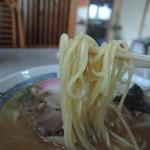 カクモト中華そば - 柔軟性に優れ、とても素直な食べ心地。